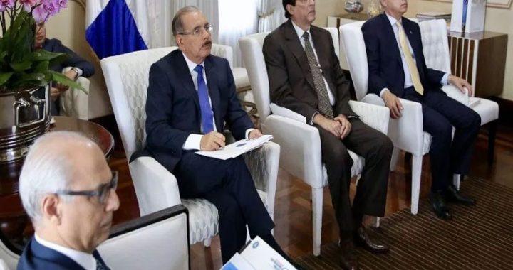Presidente Medina recibe anteproyecto de modificación de ley de Compras y Contrataciones
