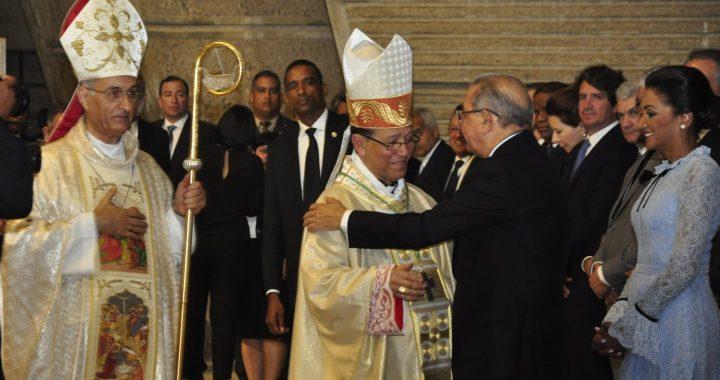 """Monseñor Gregorio Nicanor señala aspirantes a la presidencia no deben creerse """"mesías políticos"""""""