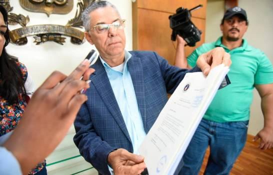 Manuel Jiménez denuncia ante la JCE irregularidades en la alcaldía de SDE