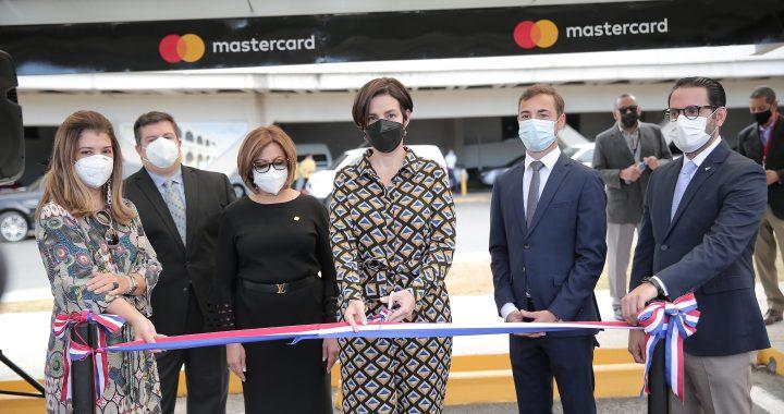 Aerodom y Mastercard presentan zona de estacionamiento premium del Aeropuerto Internacional de Las Américas
