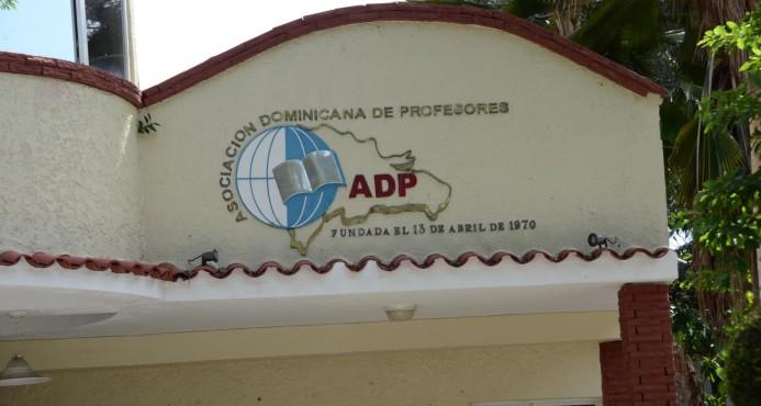 ADP: 800 MIL ESTUDIANTES SIN CLASES POR FALTA PROFESORES.