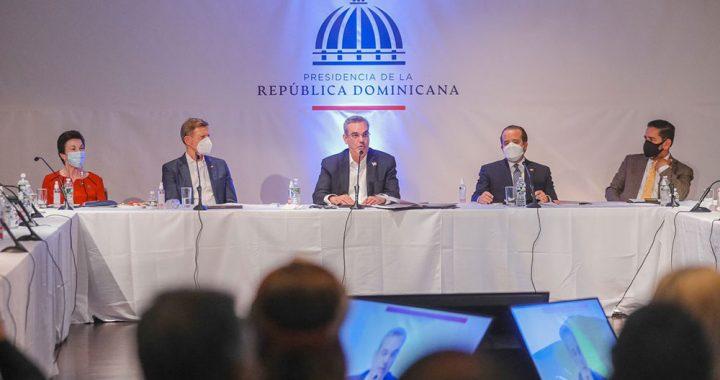 PRESIDENTE ABINADER INSTRUYE IMPLEMENTAR MEDIDAS A FAVOR DOMINICANOS EN NUEVA YORK.