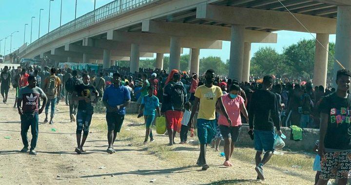 REPUBLICANOS DICEN BIDEN RESPONSABLE MASIVA ENTRADA ILEGAL HAITIANOS ESTADOS UNIDOS.