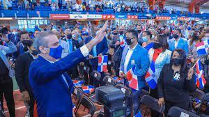 PRESIDENTE ABINADER PARTICIPA JURAMENTACION 1200 NUEVOS DOMINICANOS EN NUEVA YORK.